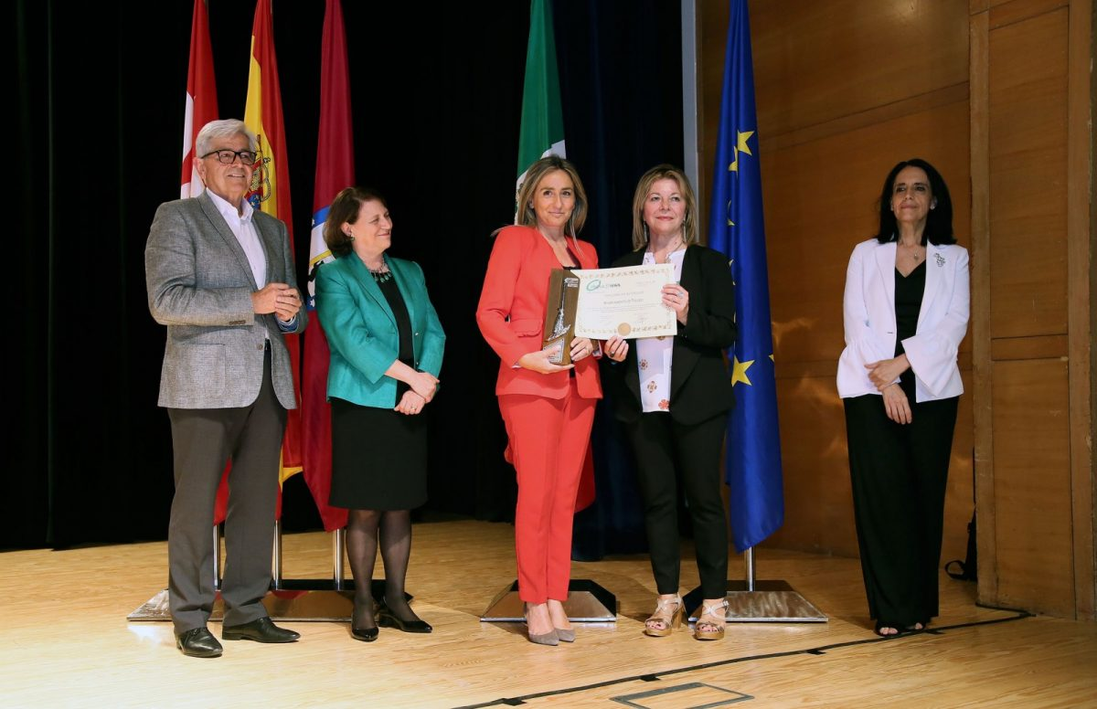 http://www.toledo.es/wp-content/uploads/2018/06/0036dc68-6396-432f-9fef-6c25496209ed-1200x776.jpeg. Toledo recibe la Escoba de Platino, máximo galardón del certamen que premia a las ciudades más limpias de España