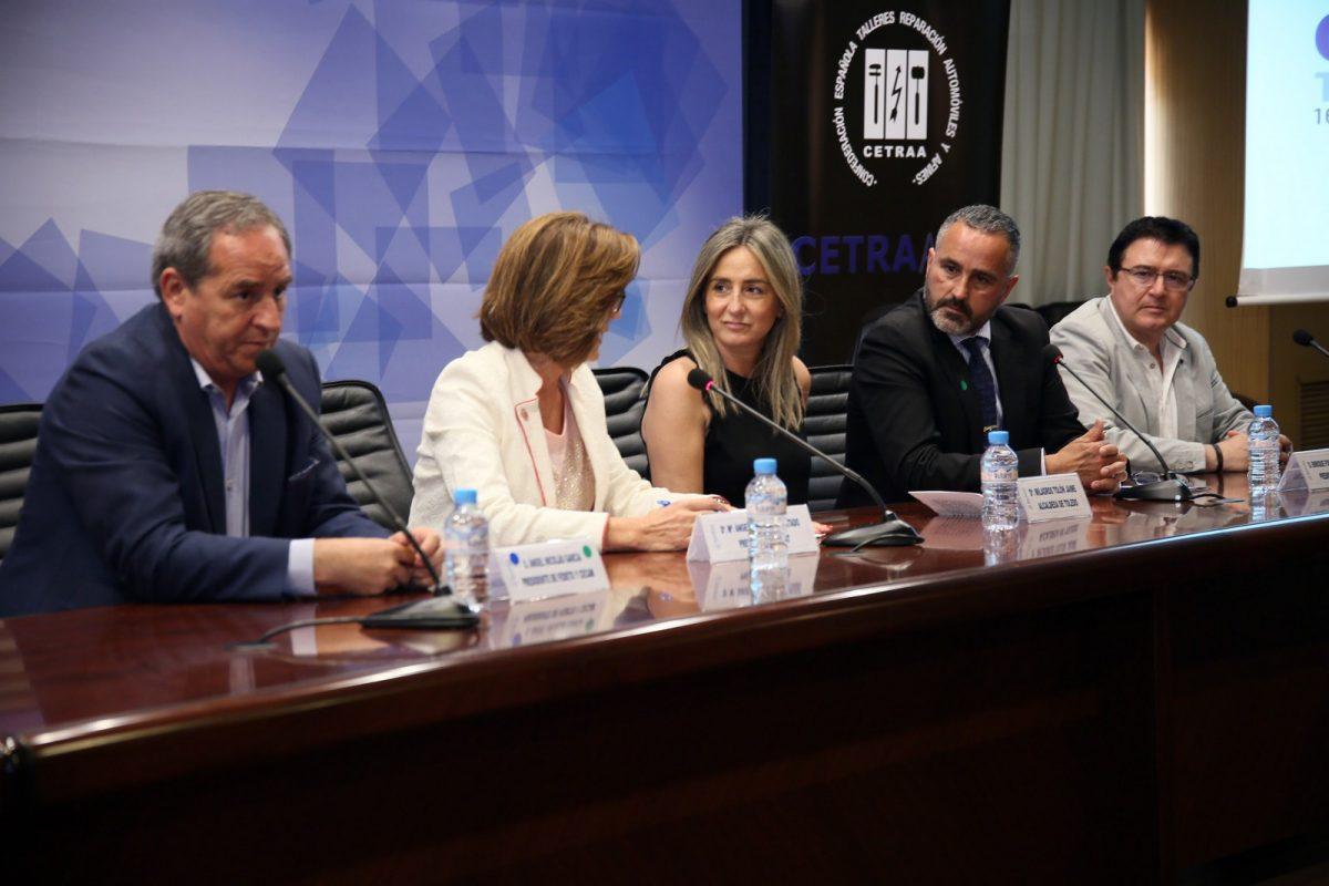 """La alcaldesa asegura que el Ayuntamiento """"siempre estará con los empresarios"""" en la clausura del congreso nacional CetraAuto 2018"""