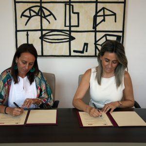 """La alcaldesa firma un convenio de colaboración con Tello para la realización del espectáculo de luz y sonido """"Luz Toledo"""""""
