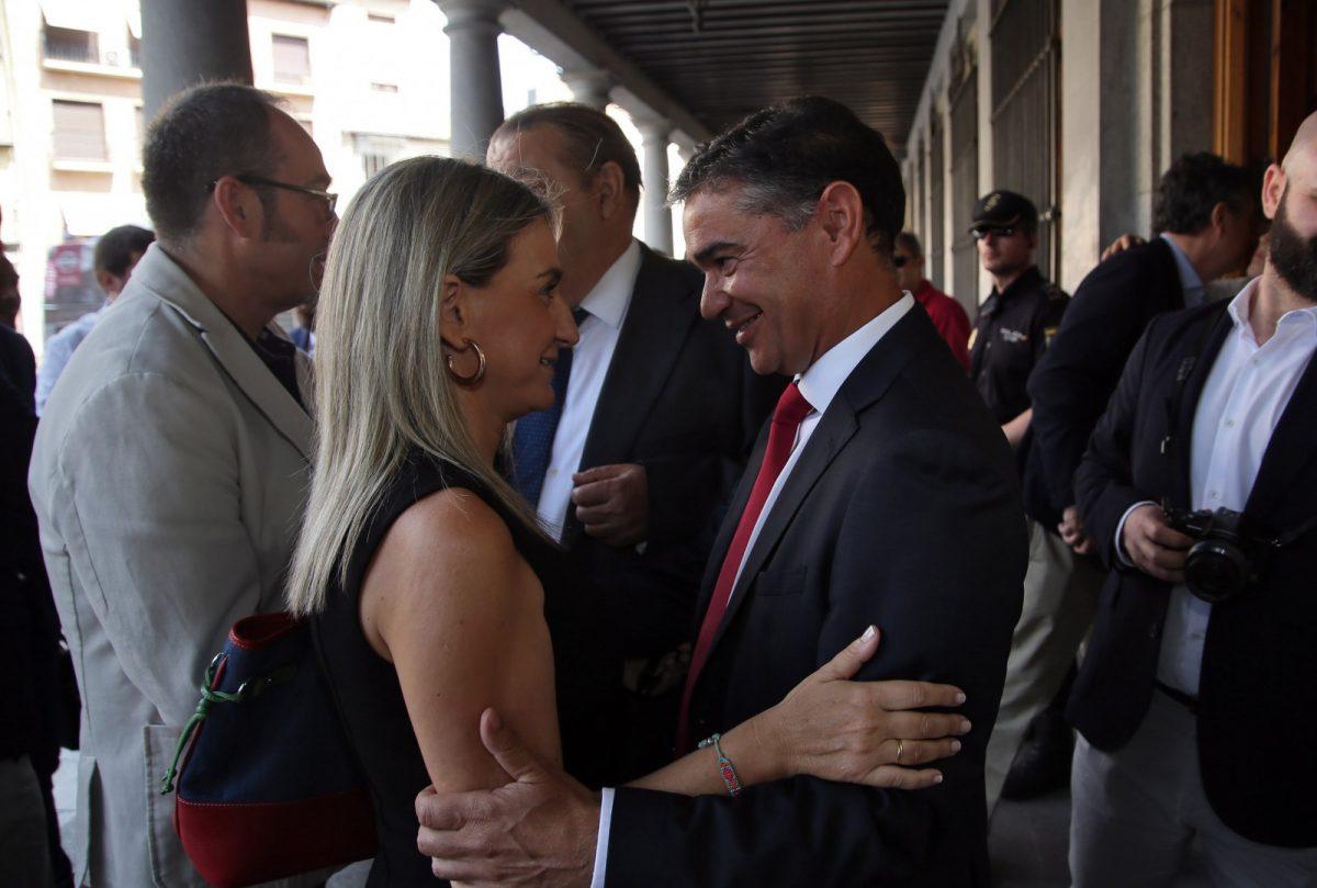 http://www.toledo.es/wp-content/uploads/2018/06/01_nuevo_delegado_gobierno-1200x809.jpg. La alcaldesa, en la toma de posesión de Manuel González Ramos como nuevo delegado del Gobierno en Castilla-La Mancha