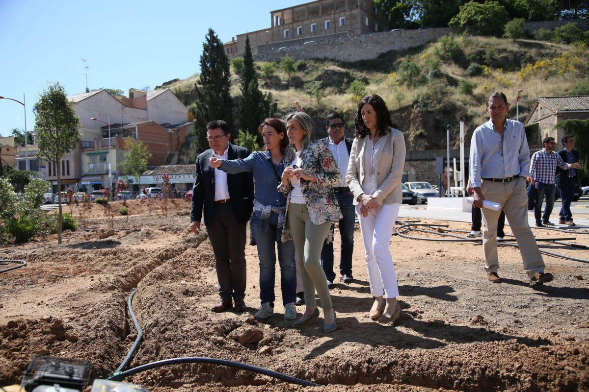 La alcaldesa anuncia 240.000 euros para la mejora del vial de Santa Bárbara entre el colegio Ángel del Alcázar y el Hospital Provincial