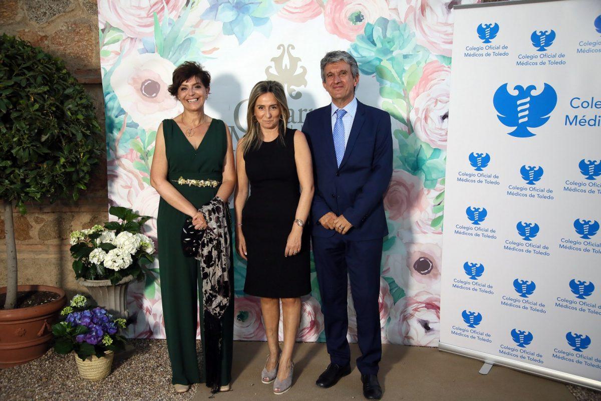 http://www.toledo.es/wp-content/uploads/2018/06/03_cena_medicos-1200x800.jpg. Milagros Tolón asiste a la cena del Colegio de Oficial de Médicos de Toledo en la festividad de su patrona