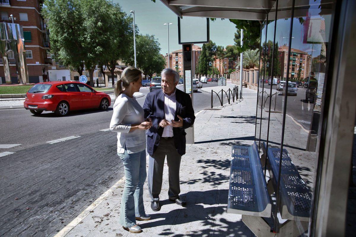 http://www.toledo.es/wp-content/uploads/2018/06/04_marquesina_bus-1200x800.jpg. El Ayuntamiento inicia la instalación de nuevas marquesinas para mejorar las condiciones de espera de los usuarios de autobús