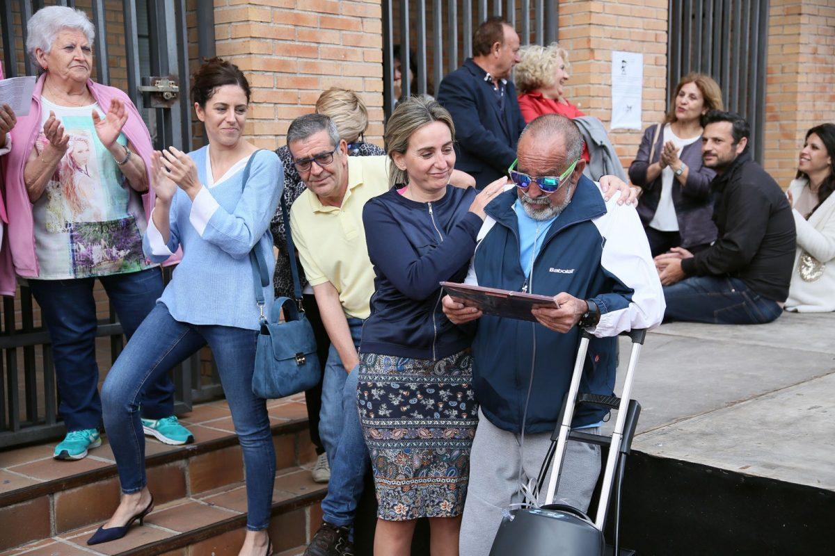 Milagros Tolón acompaña a los vecinos de Palomarejos en el pregón de las fiestas del barrio que se celebran hasta el día 10 de junio