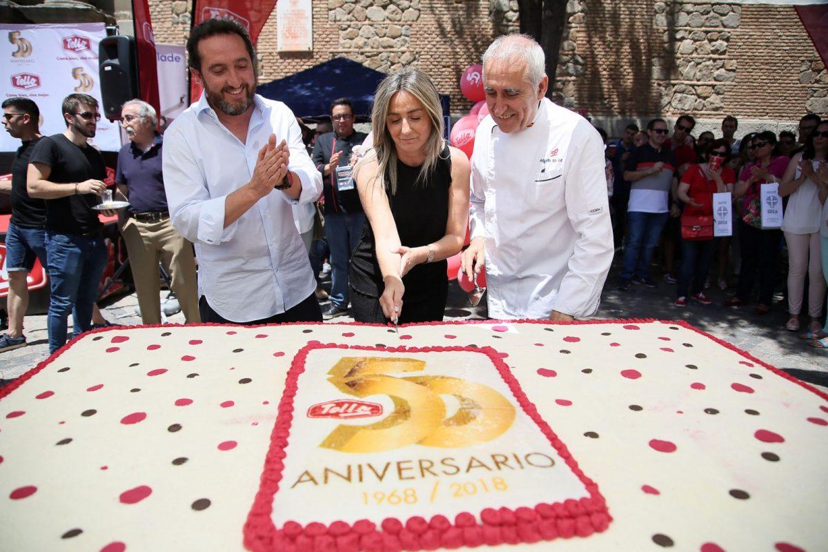 Milagros Tolón celebra con el Grupo Tello su 50 aniversario en el Campeonato Internacional Solidario de Cortadores de Jamón celebrado este sábado en Toledo