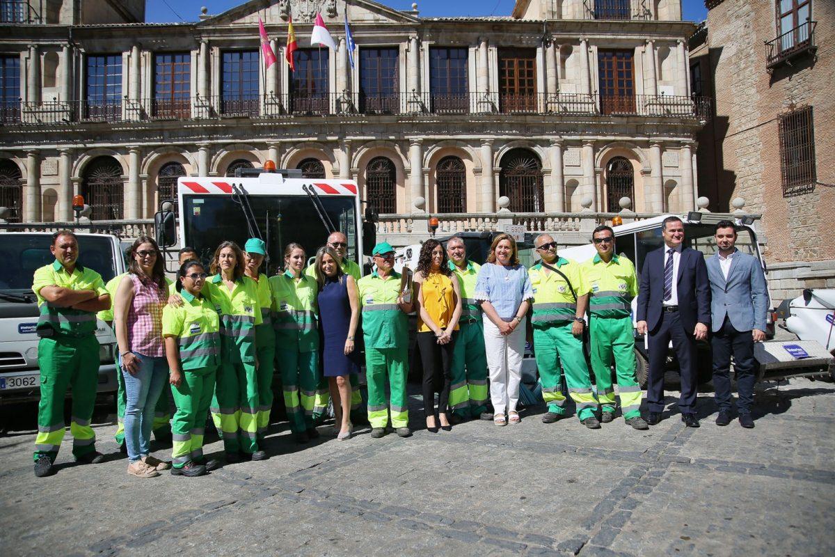 La alcaldesa presenta la Escoba de Platino, fruto del civismo de los toledanos y el esfuerzo de los trabajadores del servicio de limpieza