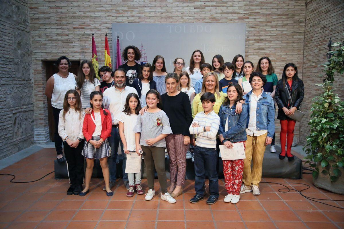 http://www.toledo.es/wp-content/uploads/2018/06/14_consejo_participacion_infantil-1200x800.jpg. La alcaldesa analiza los logros, proyectos y aspiraciones que mantiene el Consejo de Participación Infantil y Adolescente