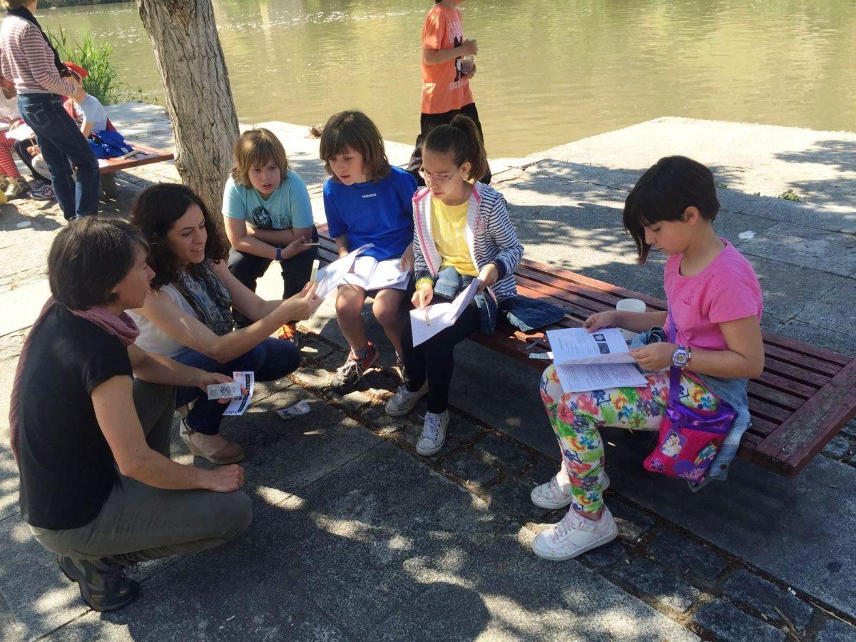 """https://www.toledo.es/wp-content/uploads/2018/06/actividad_tajo01-1200x900-1200x900.jpg. Más de 1.800 escolares participan en las actividades municipales de concienciación medioambiental del """"Toledo Educa"""""""