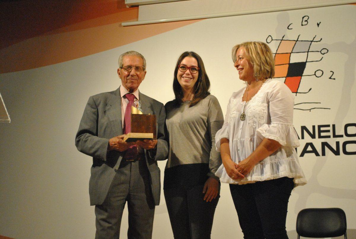 http://www.toledo.es/wp-content/uploads/2018/06/acto-juanelo-01-1200x806.jpg. El IES Juanelo Turriano premia a Bahamontes y a la Unidad de Seguridad Escolar de la Policía Local