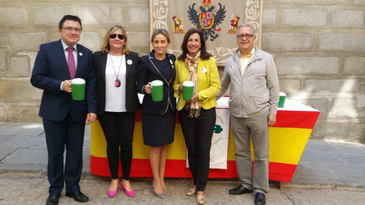 La alcaldesa participa en la cuestación de la Asociación Española Contra el Cáncer (AECC) para recaudar fondos y difundir su labor