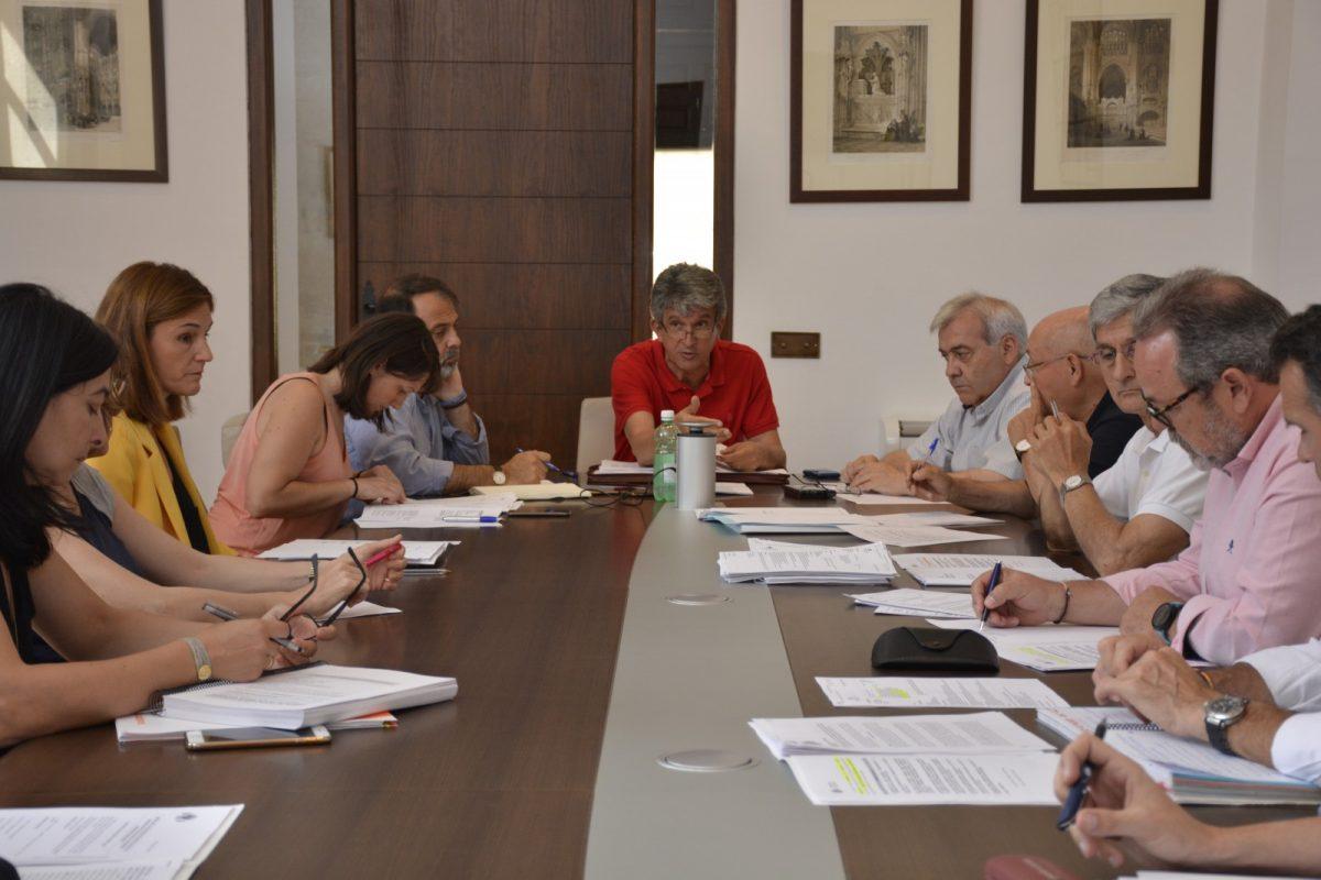 http://www.toledo.es/wp-content/uploads/2018/06/comision-de-hacienda-00-1200x800.jpg. La Comisión de Hacienda informa de la liquidación del Presupuesto de 2017 y del superávit a invertir en la ciudad