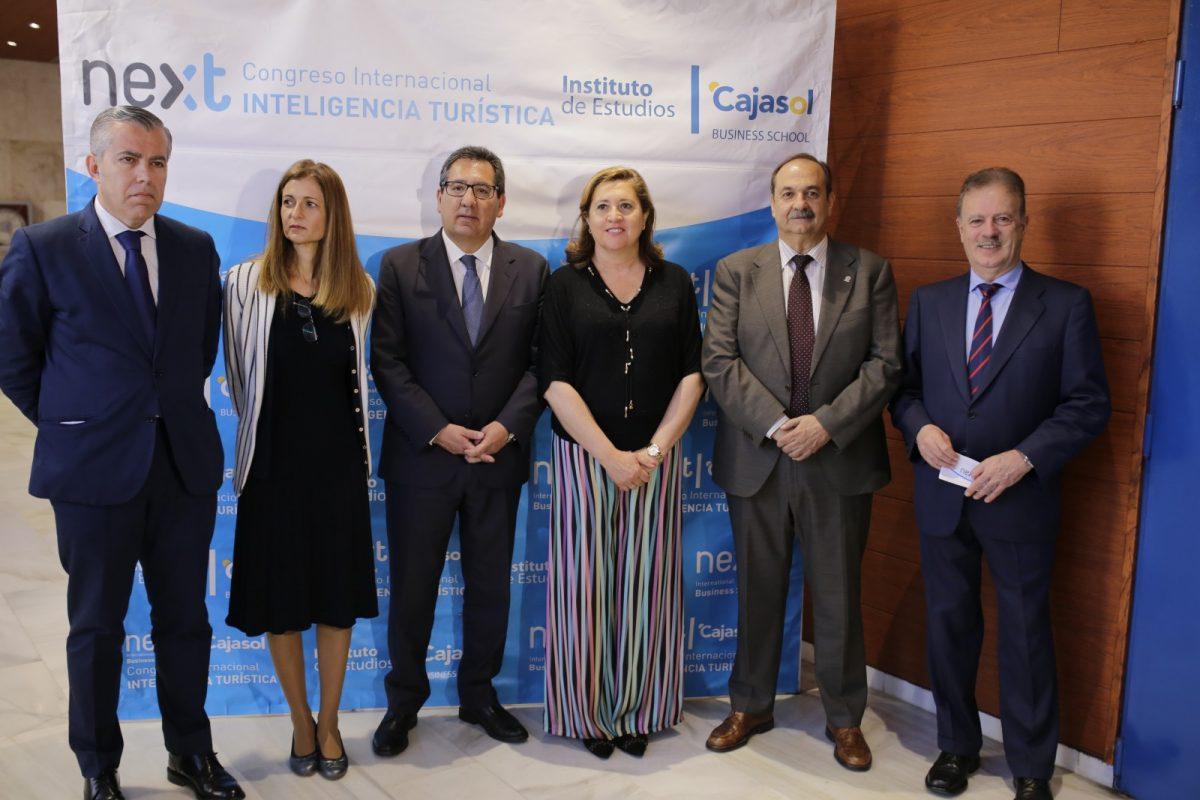 http://www.toledo.es/wp-content/uploads/2018/06/jornadas_turismo02-1200x800.jpg. El equipo de Gobierno aboga por un turismo sostenible durante la Jornada sobre Inteligencia Turística que celebraba en Toledo