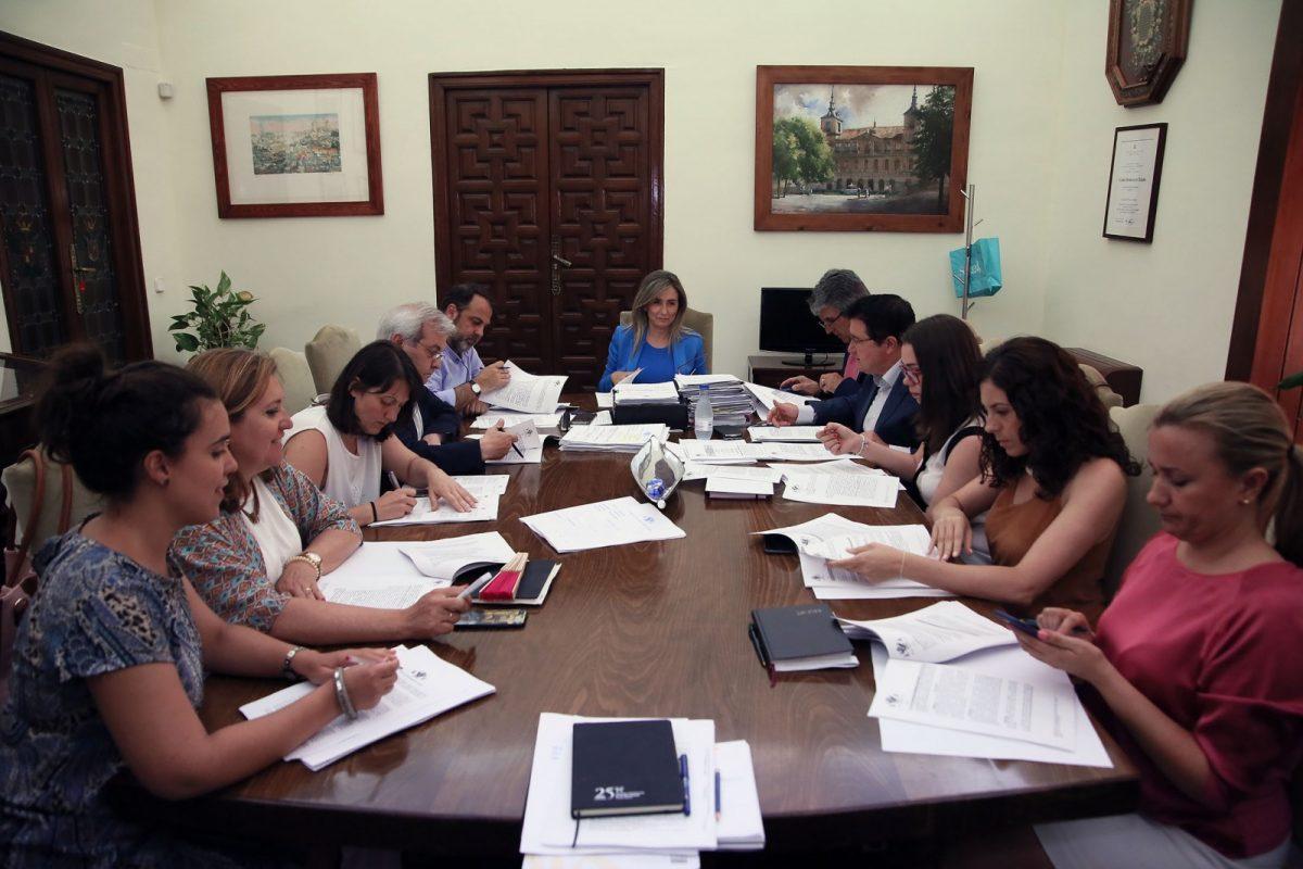 http://www.toledo.es/wp-content/uploads/2018/06/junta-gobierno-local-1200x800.jpg. Toledo solicita acogerse al POEFE, Programa de Empleo, Formación y Educación que promueve la inclusión social.
