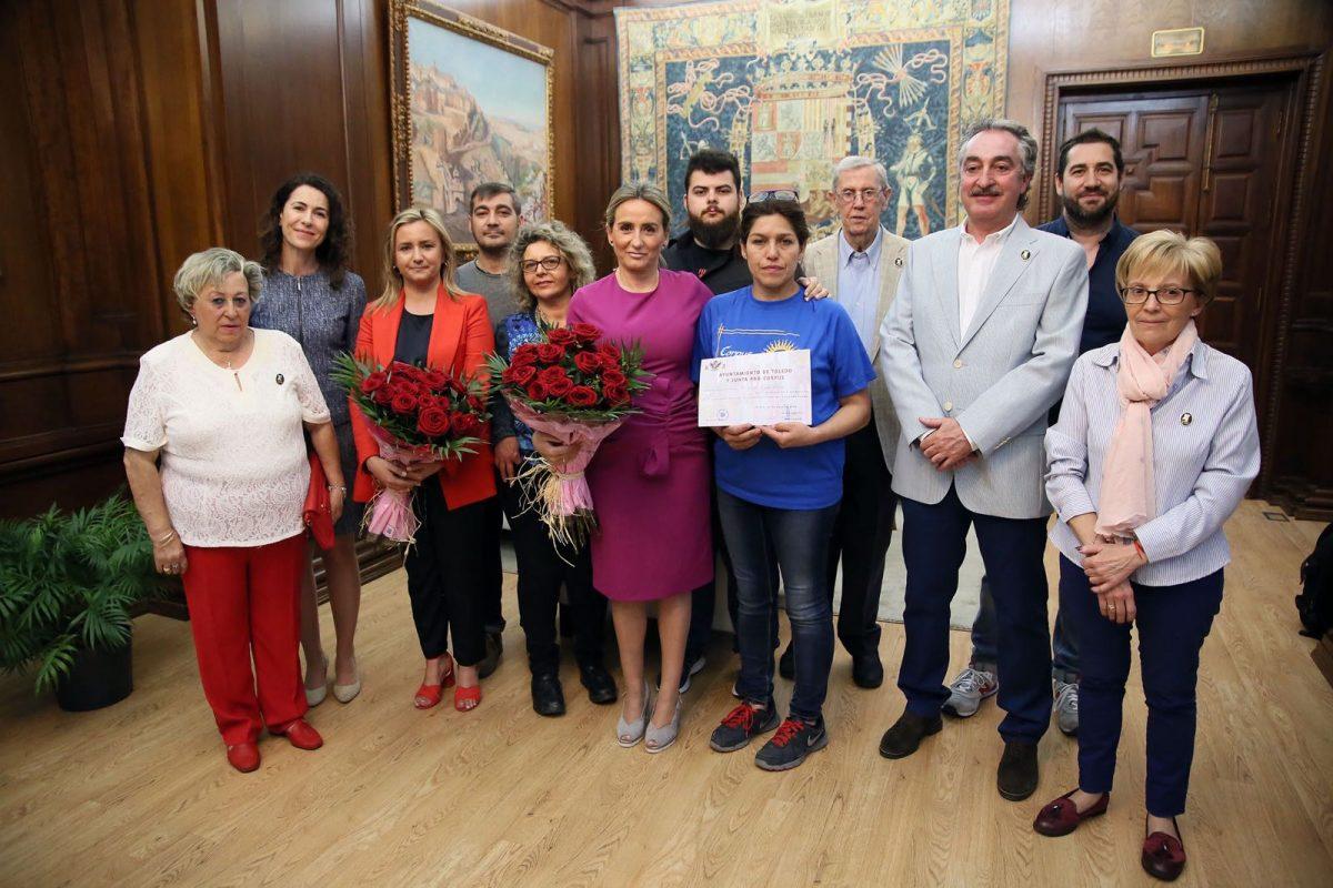 http://www.toledo.es/wp-content/uploads/2018/06/milagros-tolon_floristas-2-1200x800.jpeg. La alcaldesa felicita a la Asociación Provincial de Floristas por el trabajo realizado en la carrera procesional con motivo del Corpus