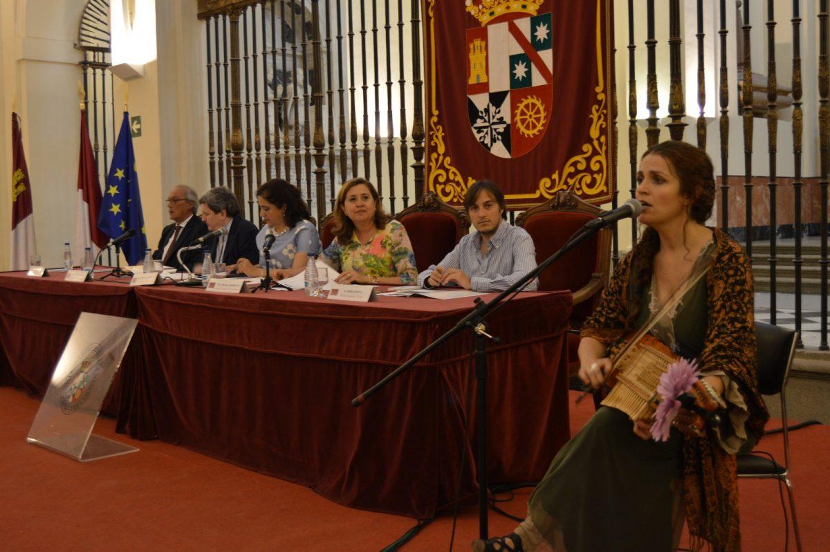 https://www.toledo.es/wp-content/uploads/2018/06/rosana-rodriguez_uclm1-1200x798.jpg. El Consistorio alienta a la Universidad y al Instituto Cervantes en la programación de los cursos de español y de cultura Sefarad