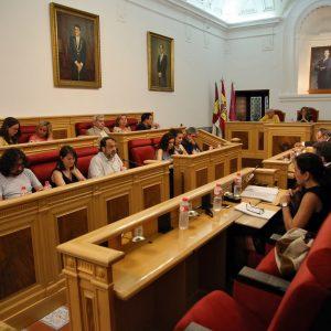 l Pleno saca adelante inversiones por valor de más de 1,5 millones de euros y cancelar un millón de deuda municipal