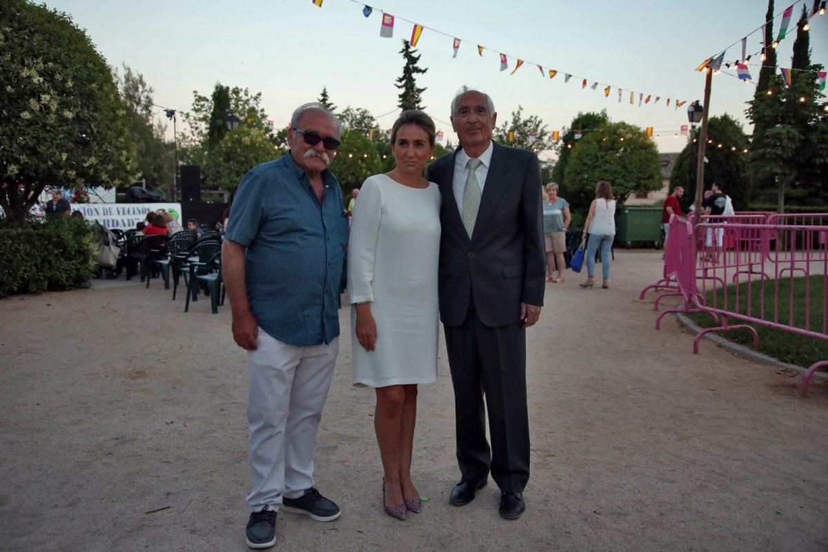 La alcaldesa y miembros de la Corporación municipal asisten al pregón de la 39 edición de las Fiestas del barrio de San Antón