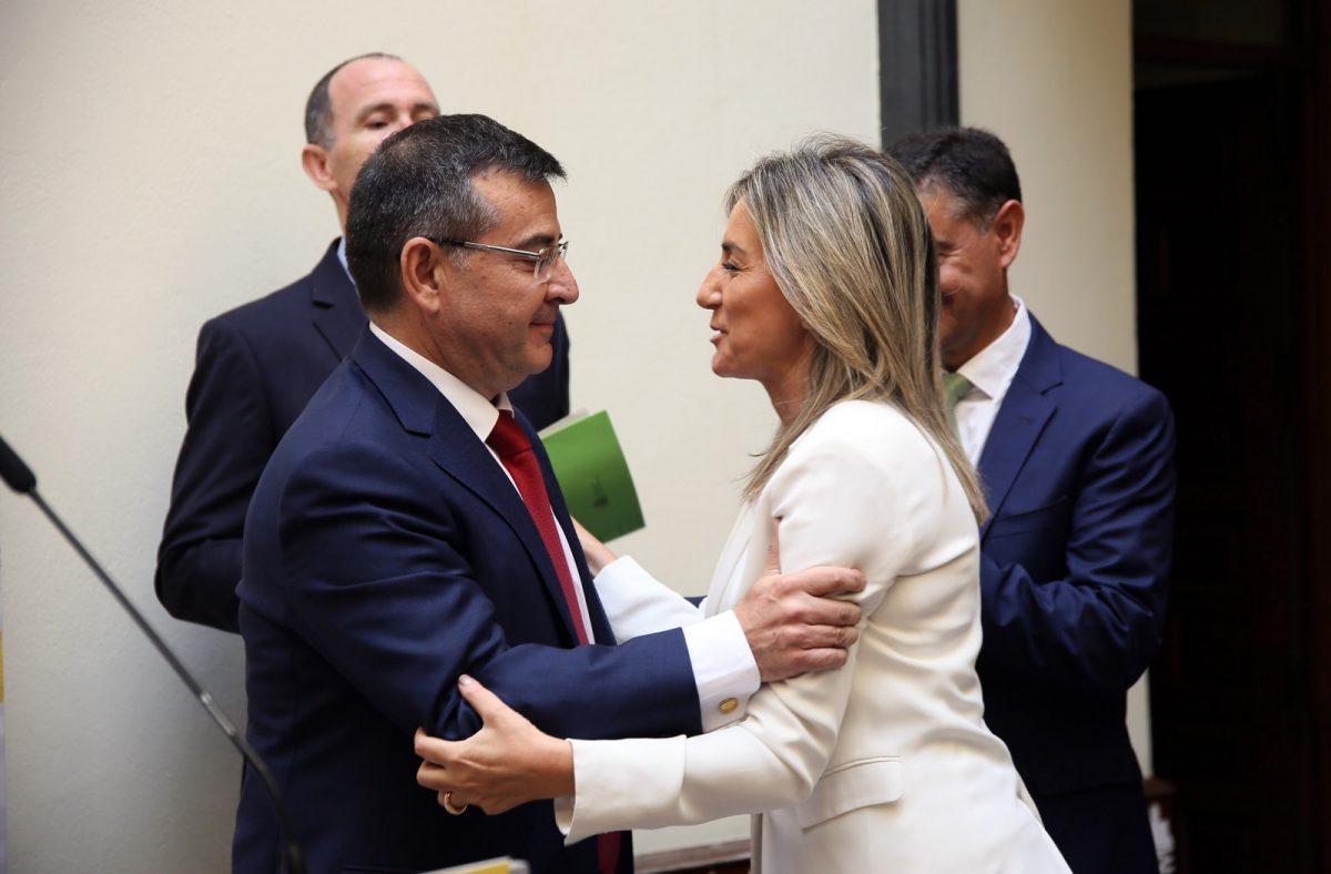 http://www.toledo.es/wp-content/uploads/2018/07/06_toma_podession_subdelegado-1200x788.jpg. Milagros Tolón, en la toma de posesión de Carlos Ángel Devia como nuevo subdelegado del Gobierno en Toledo