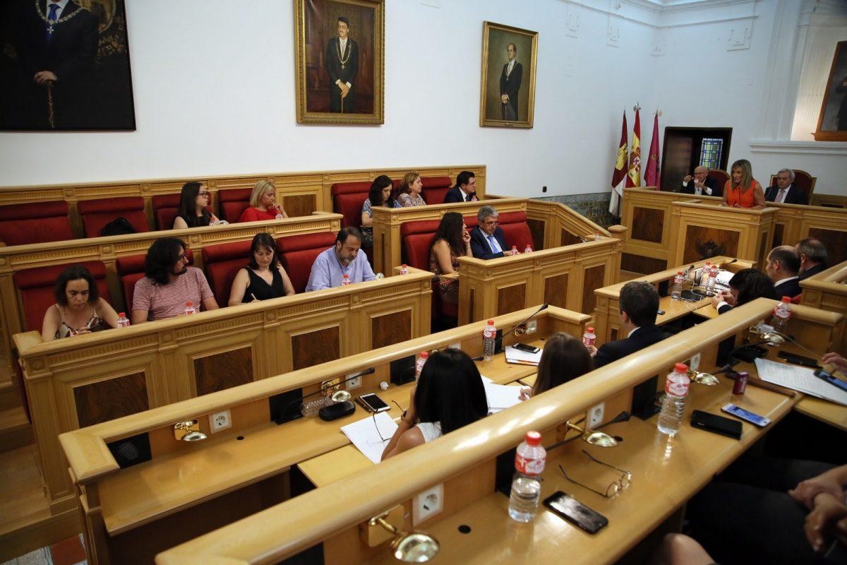 https://www.toledo.es/wp-content/uploads/2018/07/22_debate_estado_ciudad-1200x800.jpg. El equipo de Gobierno destaca el trabajo técnico y administrativo en la renovación de hasta nueve servicios municipales