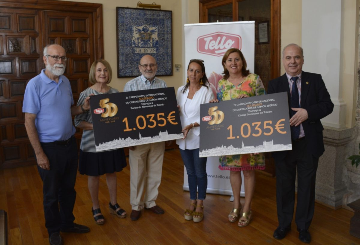 Ayuntamiento y Tello entregan los cheques solidarios del IV Campeonato Internacional de Cortadores de Jamón