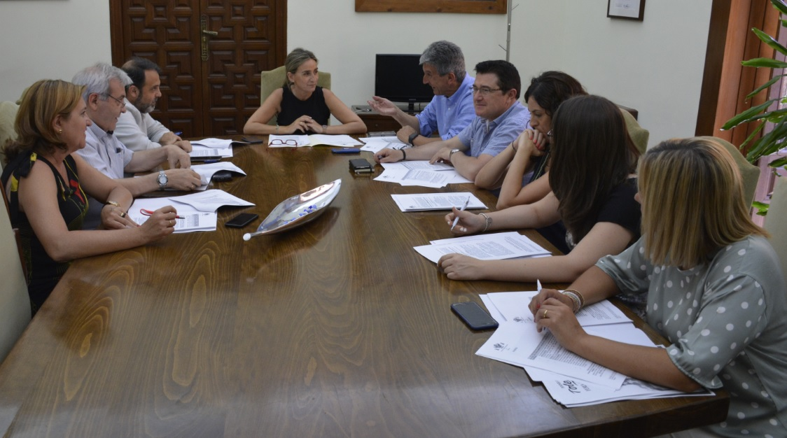 La Junta de Gobierno Local aprueba un gasto de 108.000 euros para la compra de una autoescala para el Parque de Bomberos