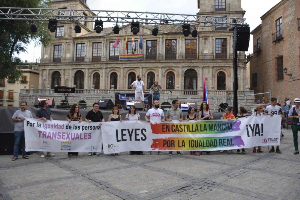 """La conmemoración del Día del Orgullo culmina en una gran manifestación para reivindicar """"nuestro derecho a ser y a amar"""""""