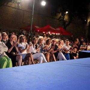 La alcaldesa asiste al desfile de moda denominado 'Viaje a los 80' de José Sánchez con motivo de la Feria y Fiestas de Toledo 2018