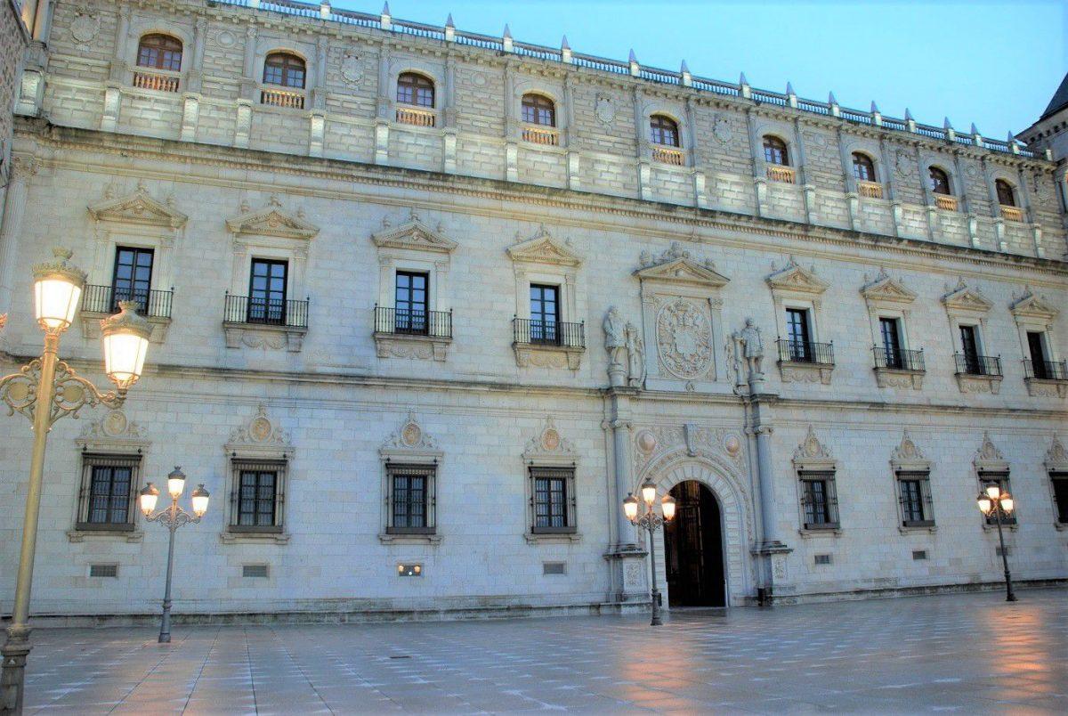 http://www.toledo.es/wp-content/uploads/2018/08/luz-toledo-1-1200x804.jpg. MUSEO EN VIVO: El arquitecto del Alcázar