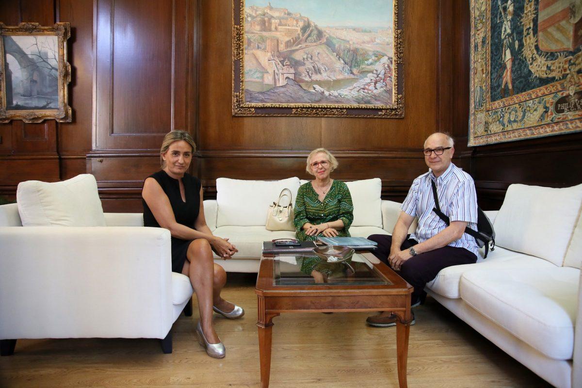 La alcaldesa ensalza el trabajo de la escritora toledana María Antonia Ricas, implicada en la vida cultural y social de la ciudad