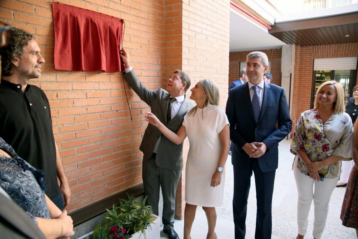La alcaldesa asiste a la inauguración de las nuevas instalaciones del Centro de Educación Especial 'Ciudad de Toledo'