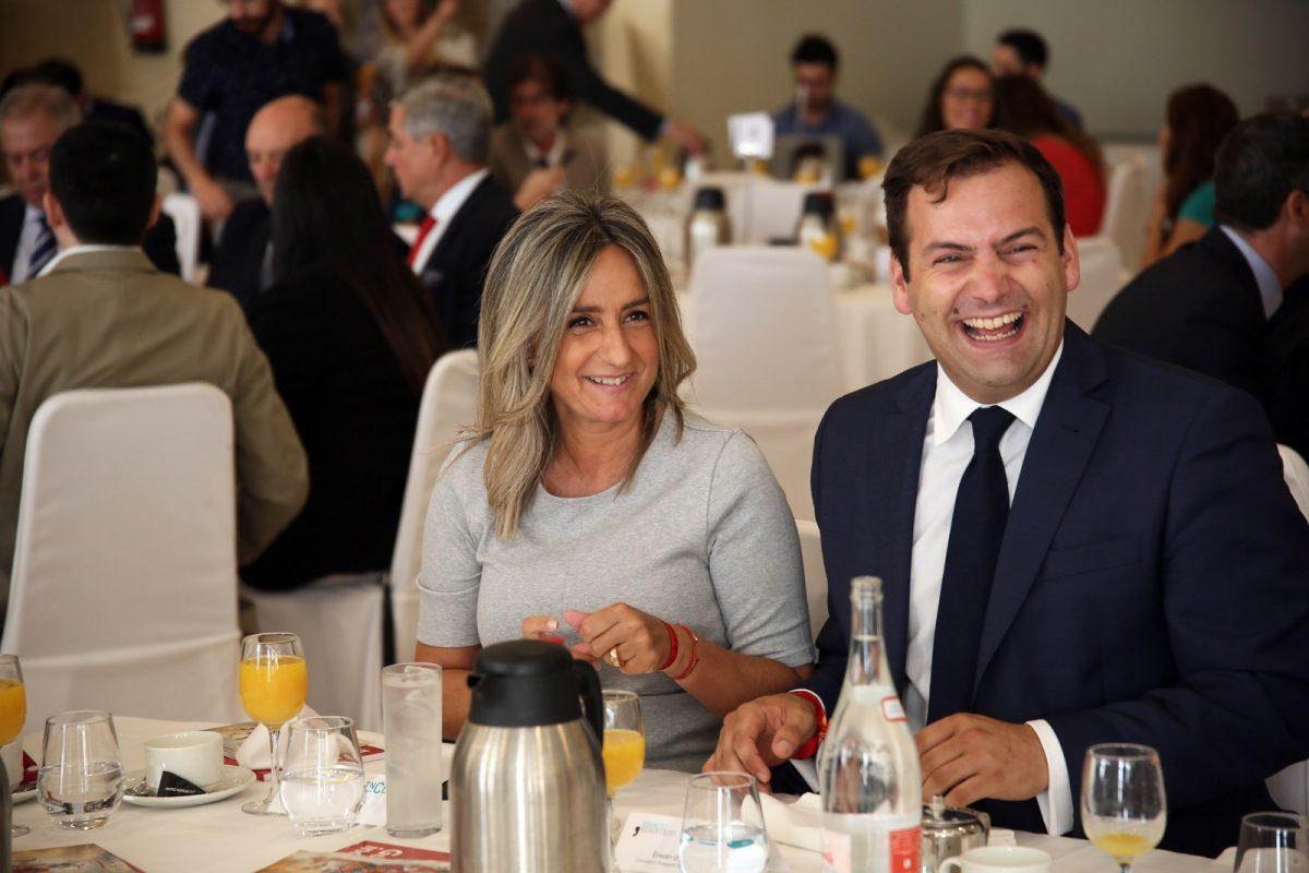 http://www.toledo.es/wp-content/uploads/2018/09/04_espacio_reservado_puy_du_fou-1200x800.jpg. La alcaldesa asiste al desayuno informativo del consejero delegado de Puy du Fou, que podría abrir sus puertas en 2019