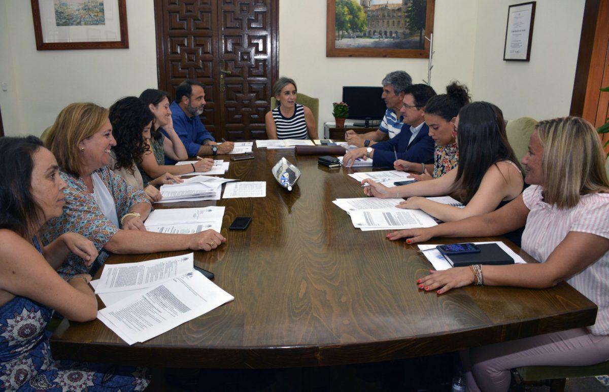 http://www.toledo.es/wp-content/uploads/2018/09/20180805_junta_gobierno_local-1200x773.jpg. La Junta de Gobierno Local aprueba las ordenanzas para ayudas a la rehabilitación de edificios y viviendas del Casco Histórico