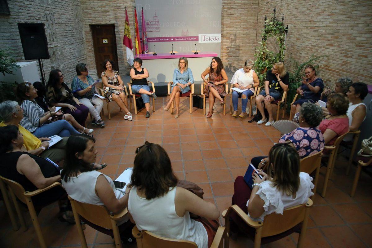http://www.toledo.es/wp-content/uploads/2018/09/20190924_milagros-tolon_25n-1200x800.jpeg. Entidades y asociaciones mantienen un encuentro para centrar los actos del Día Internacional contra la Violencia Machista del 25N