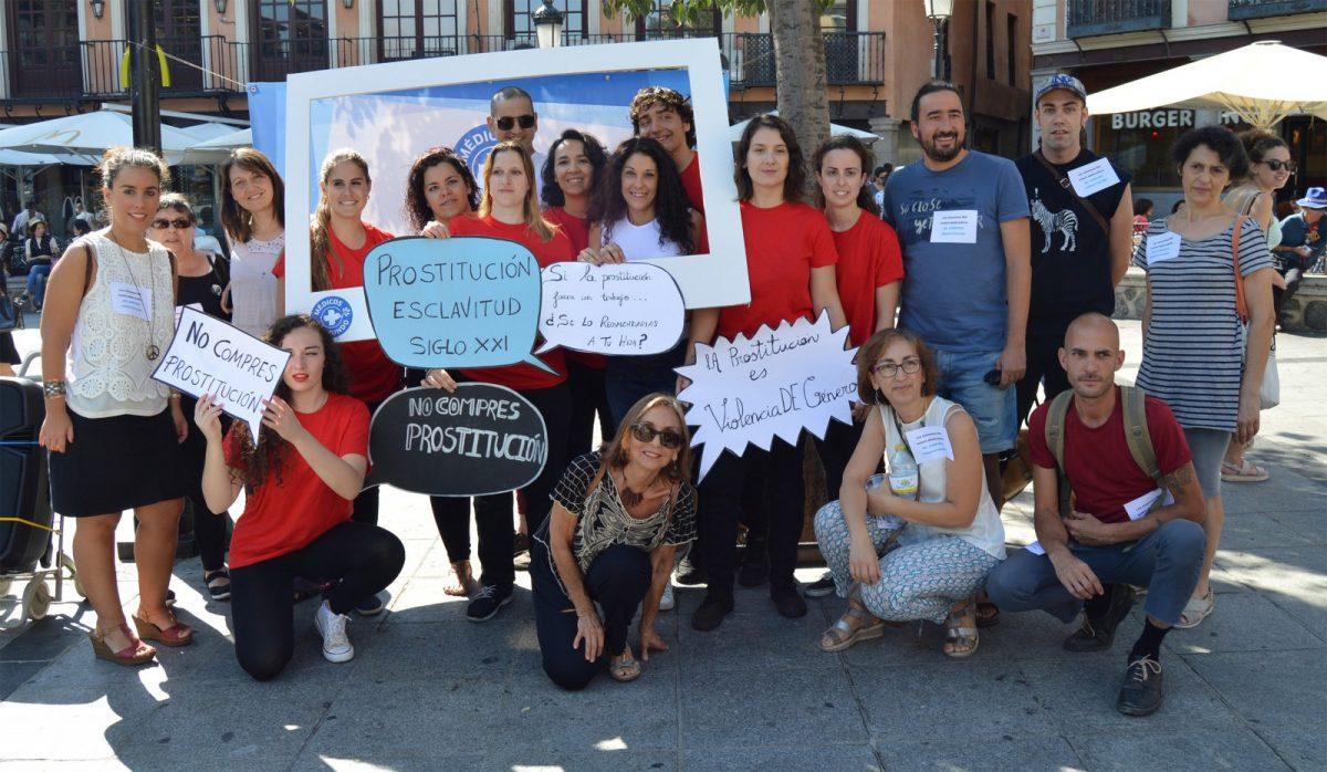 Zocodover clama contra la trata de personas y la explotación sexual con una acción artística y la colaboración del Ayuntamiento