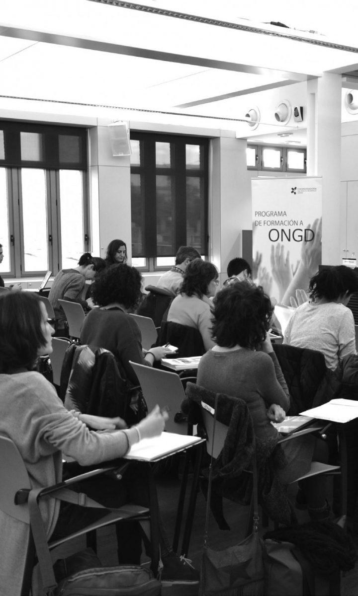 http://www.toledo.es/wp-content/uploads/2018/09/curso-campanas-transf_soc_oct2018-1-720x1200.jpg. Campañas para la transformación social. Tus ideas suman cambios.