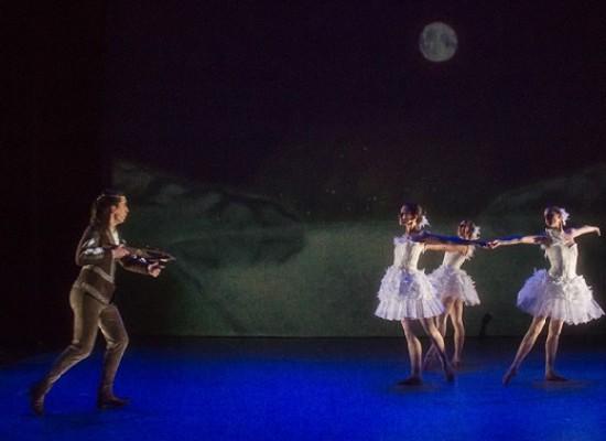 http://www.toledo.es/wp-content/uploads/2018/09/el-lago-de-los-cisnes-la-leyenda.jpg. Ciclo de Teatro y Danza en Familia: El lago de los cisnes, la leyenda