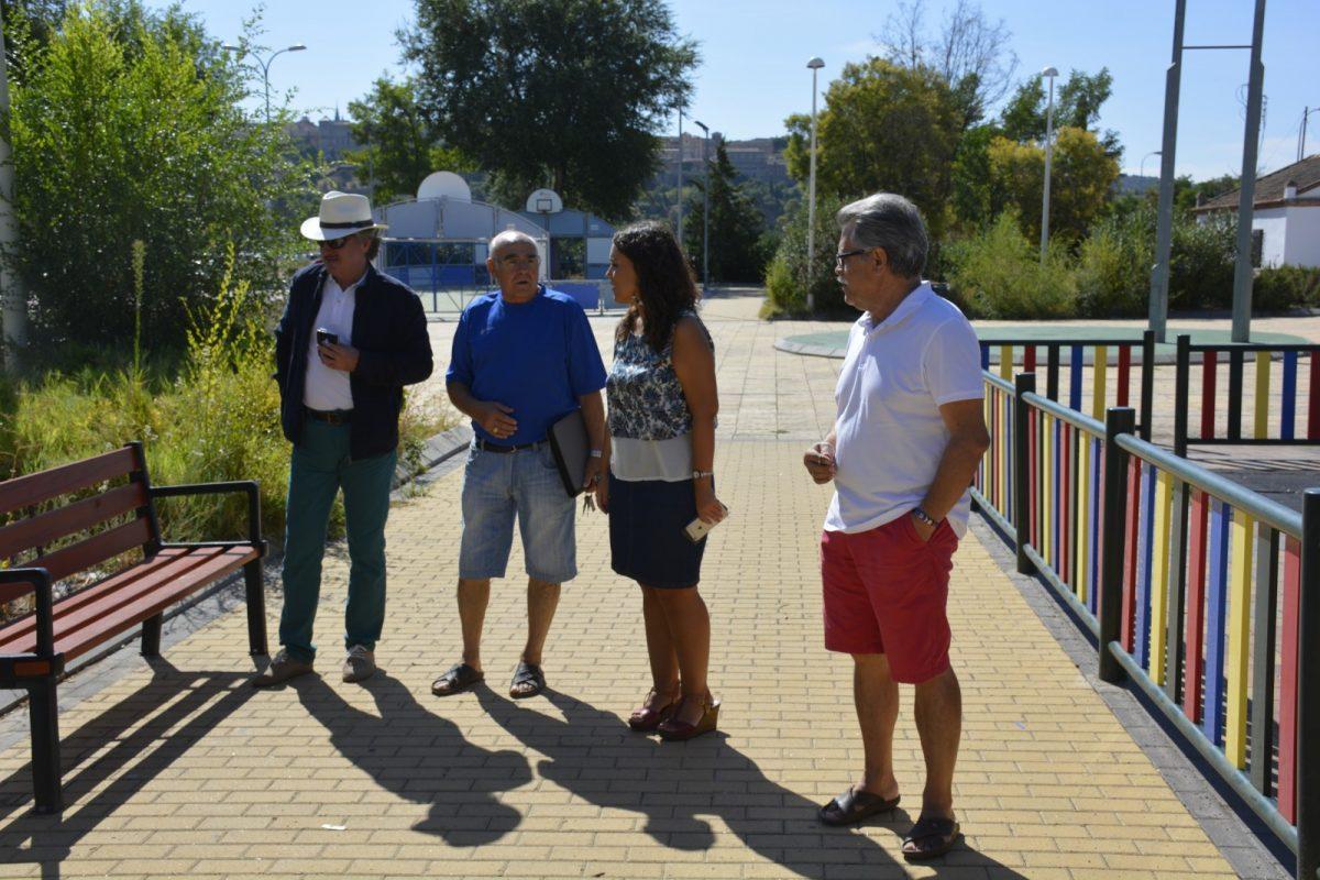 La Asociación de Vecinos 'Azumel' traslada al Ayuntamiento las demandas del barrio que se solventarán con los Planes de Empleo
