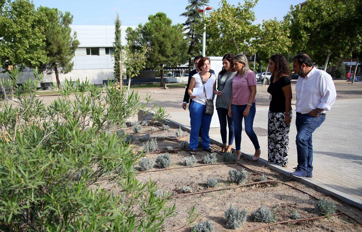 Milagros Tolón destaca las inversiones realizadas y previstas en el Polígono durante la visita a los nuevos jardines de Río Guadarrama