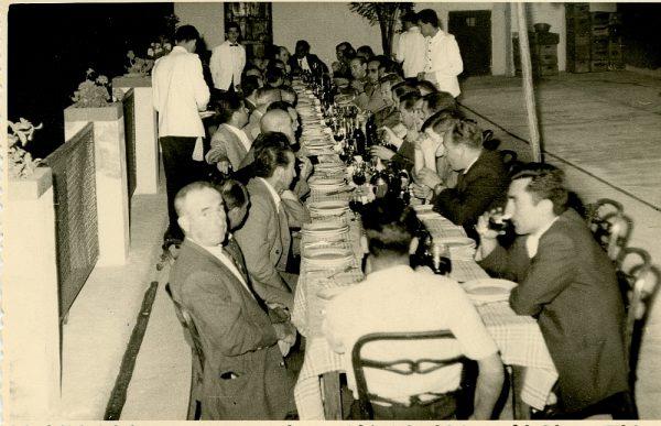 MMH-021-Firma del convenio colectivo de la Construcción en el restaurante Chirón_15-07-1961 - Fot Flores