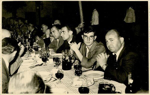 MMH-022-Firma del convenio colectivo de la Construcción en el restaurante Chirón_15-07-1961 - Fot Flores