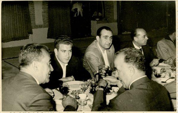 MMH-023-Firma del convenio colectivo de la Construcción en el restaurante Chirón_15-07-1961 - Fot Flores