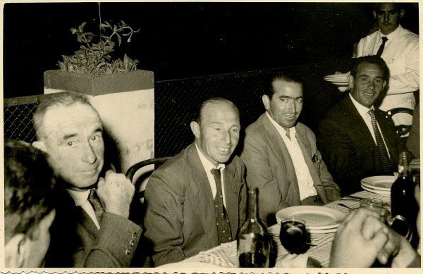 MMH-024-Firma del convenio colectivo de la Construcción en el restaurante Chirón_15-07-1961 - Fot Flores