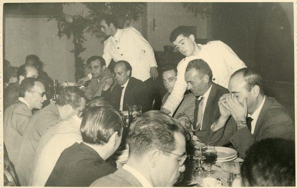 MMH-025-Firma del convenio colectivo de la Construcción en el restaurante Chirón_15-07-1961 - Fot Flores