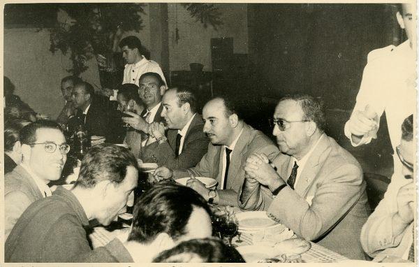MMH-027-Firma del convenio colectivo de la Construcción en el restaurante Chirón_15-07-1961 - Fot Flores