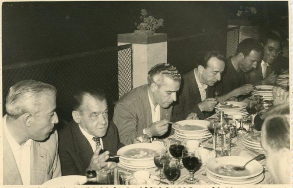 MMH-028-Firma del convenio colectivo de la Construcción en el restaurante Chirón_15-07-1961 - Fot Flores