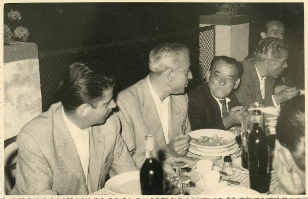 MMH-030-Firma del convenio colectivo de la Construcción en el restaurante Chirón_15-07-1961 - Fot Flores