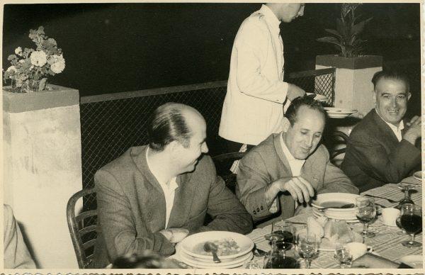 MMH-031-Firma del convenio colectivo de la Construcción en el restaurante Chirón_15-07-1961 - Fot Flores