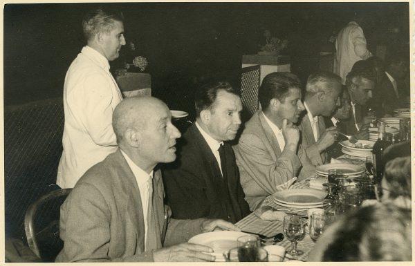 MMH-032-Firma del convenio colectivo de la Construcción en el restaurante Chirón_15-07-1961 - Fot Flores