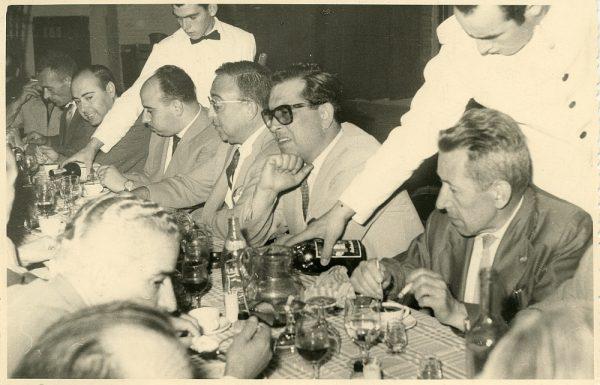 MMH-034-Firma del convenio colectivo de la Construcción en el restaurante Chirón_15-07-1961 - Fot Flores