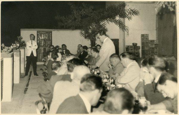 MMH-038-Firma del convenio colectivo de la Construcción en el restaurante Chirón_15-07-1961 - Fot Flores